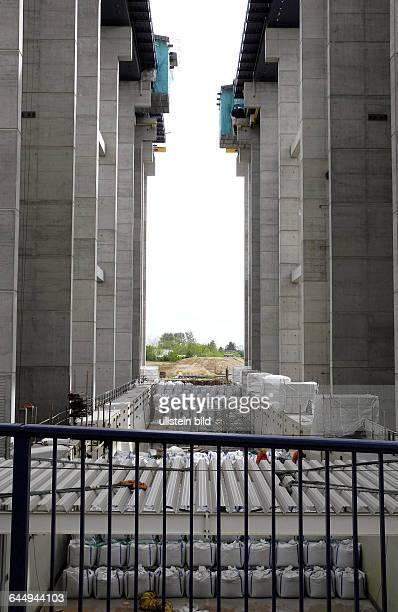 Das alte Schiffshebewerk Niederfinow feierte 2009 seinen 75zigsten Geburtstag das neue Infozentrum eroeffnete im Mai 2009 das ueber die Geschichte...
