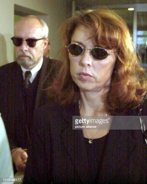 Das angeklagte Ehepaar Christine und Michael Spaeth ist am 11.7.2000 auf dem Weg in den Verhandlungssaal des Landgerichts in Frankfurt/Main. Die...