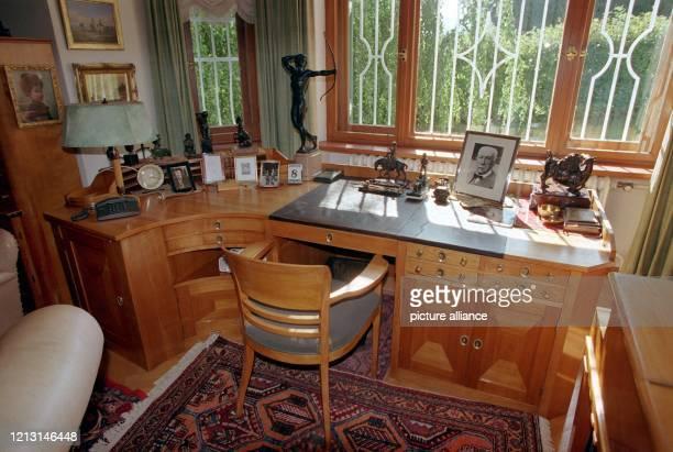 Das Arbeitszimmer von Richard Strauss in seiner Villa in Garmisch, aufgenommen am 8.9.1999, dem 50. Todestag des Komponisten. 1864 in München...