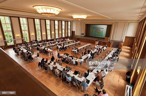 Das Auditorium Maximum der Hochschule für Technik und Wirtschaft Berlin in BerlinKarlshorst Es ist einer der letzten Festsäle des ehemaligen...