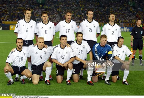 FußballWM 2002 Finale in Yokohama 2 Das Aufgebot der deutschen Nationalmannschaft Vordere Reihe Jens Jeremies Carsten Ramelow Bernd Schneider Torsten...