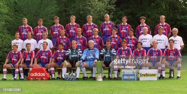 Das Aufgebot des deutschen Rekordmeisters FC Bayern München für die BundesligaSaison 1996/97 Hinten vl Thomas Helmer Oliver Kreuzer Markus Babbel...