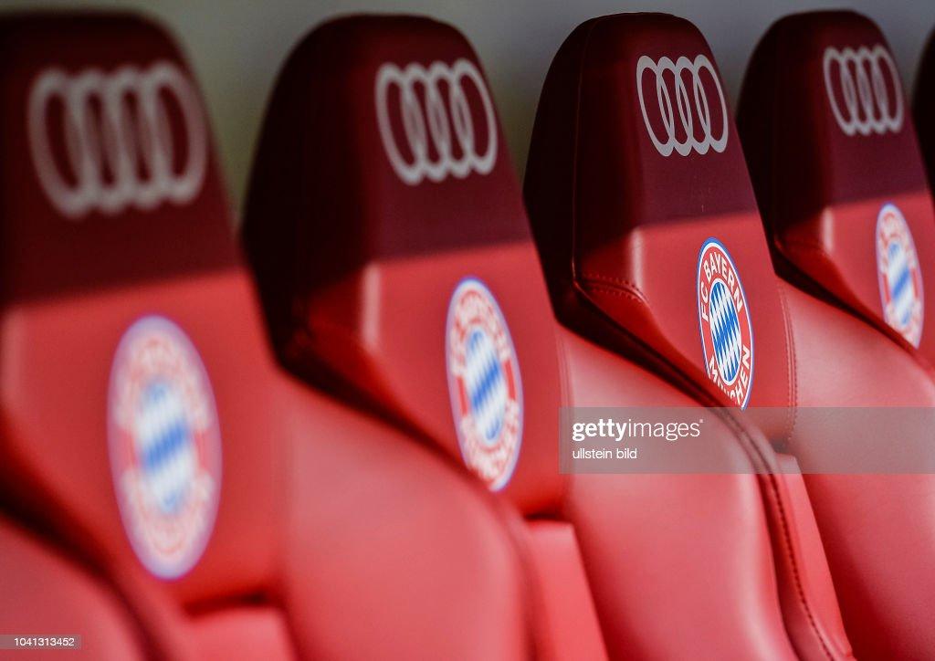 Das Bayern Logo Auf Den Sitzen Der Spielerbank Waehrend Dem