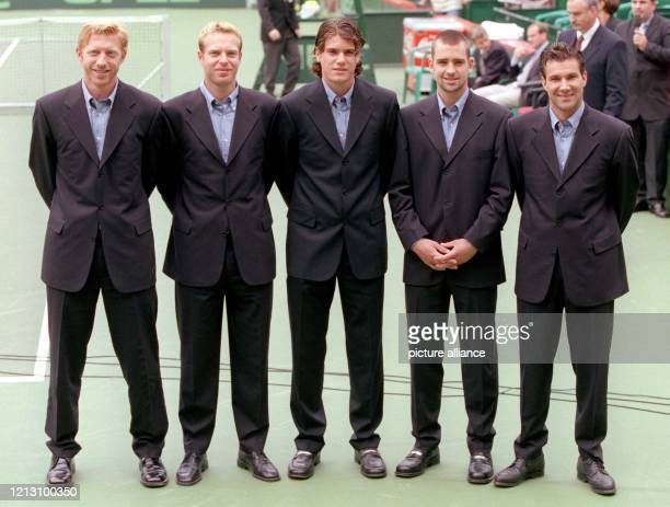 Das deutsche DaviscupTeam vl Teamchef Boris Becker David Prinosil Tommy Haas Nicolas Kiefer und Kapitän CarlUwe Steeb stellt sich nach der Auslosung...