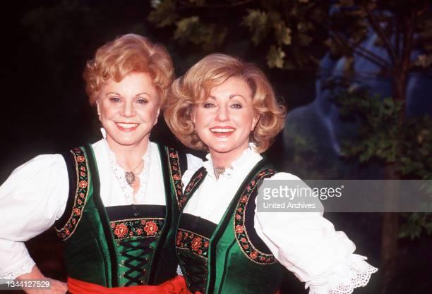 Das deutsche Gesangs-Duo volkstümlicher Musik MARIA & MARGOT HELLWIG zu Gast bei DER NORDEN LACHT, Deutschland 1999.