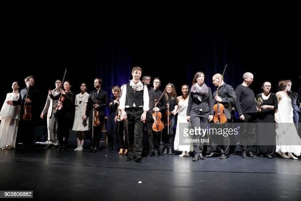 Das deutsche Streicherensemble Ensemble Resonanz gastiert unter der Leitung des frankokanadischen Dirigenten JeanMichaël Lavoie in Begleitung der...