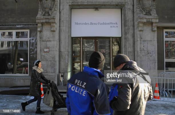 Das ehemalige DDRModeinstitut an der Ecke Brunnenstrasse/Veteranenstrasse Naehe Rosenthaler Platz steht schon lange leer Vor dem Krieg war es in...