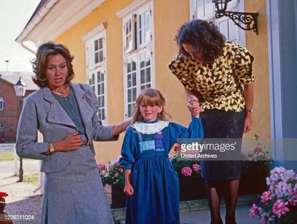 Das Erbe der Guldenburgs Fernsehserie Deutschland 1986 1988 Folge Das fremde Land Darsteller Eva Renzi Tatjana Angelique Gast Astrid Meyer Gossler