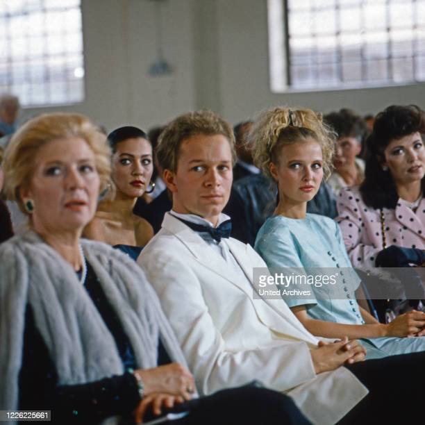 Das Erbe der Guldenburgs Fernsehserie Deutschland 1986 1988 Folge Der falsche Moment Darsteller Christiane Hörbiger Allegra Curtis Jochen Horst...