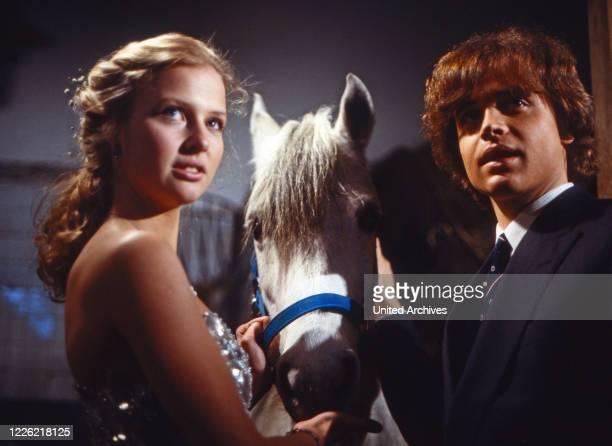 Das Erbe der Guldenburgs Fernsehserie Deutschland 1986 1988 Folge Die goldene Kette Darsteller Katharina Böhm Alexander Wussow