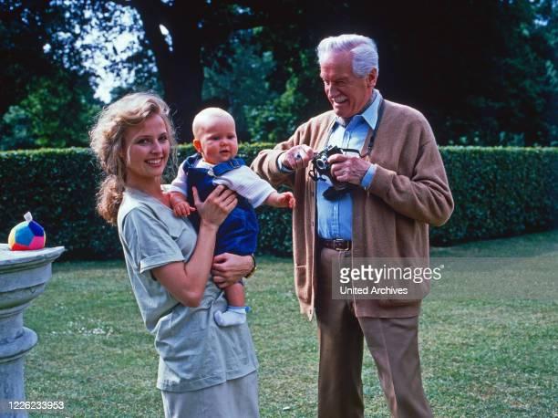 Das Erbe der Guldenburgs Fernsehserie Deutschland 1986 1988 Folge Die leere Wiege Darsteller Katharina Böhm Baby Karl Schönböck