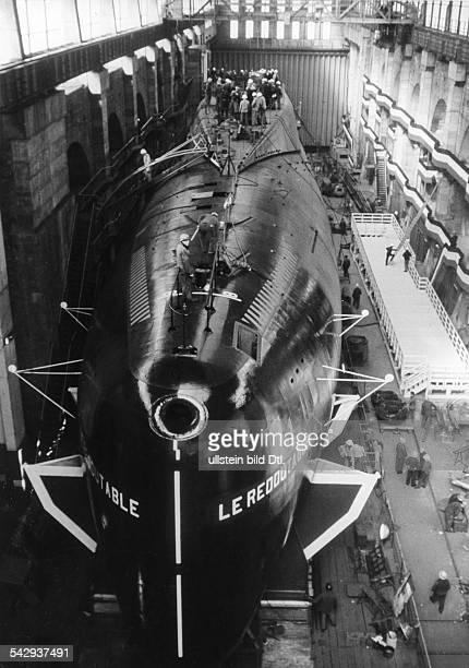 Das erste französischen AtomUBootes 'Le Redoutable' in Cherbourg Das Boot in der Werft1967