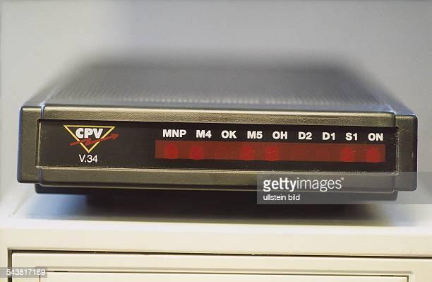 Das externe Modem der Hamburger Firma CPV Stollmann steht auf einem Computer Es arbeitet nach der V34 Norm Damit ist eine Datenübertragung z B zum...