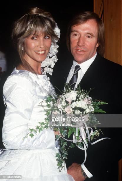 Das glüchliche Brautpaar Günter und Elvira Netzer am 121987 in Gstaad Der ehemalige Fußballstar und Manager des HSV Günter Netzer hat am 1 Februar...