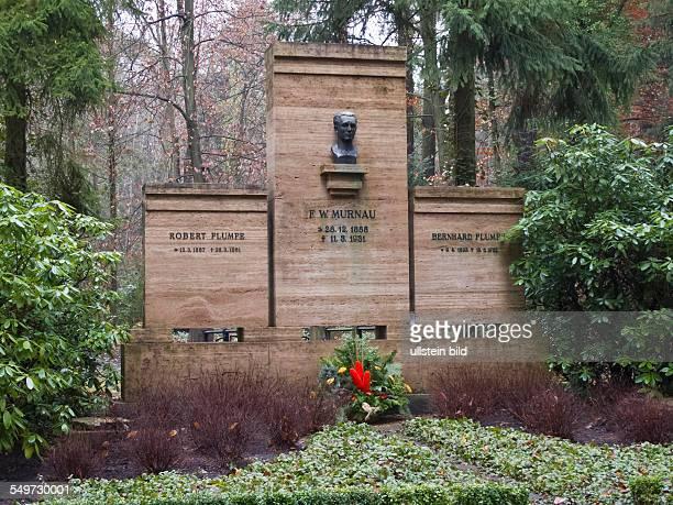 Das Grab von FriedrichWilhelm Murnau auf dem Südwestkirchhof Stahnsdorf Murnau von Freunden Plumpe genannt war Stummfilmregisseur Sein bekanntestes...