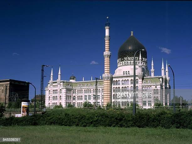 Das im maurischen Stil erbaute Dresdner Tabakkontor ` Yenidze `,- 2001