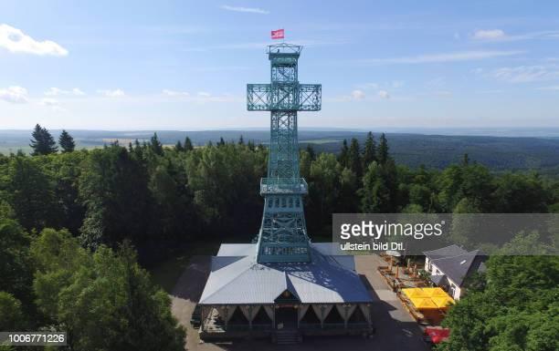 Das Josephskreuz im Harz ist ein Aussichtsturm auf der Josephshöhe Großer Auerberg bei Stolberg im Gebiet der Gemeinde Südharz Schloss Sachsen Anhalt...