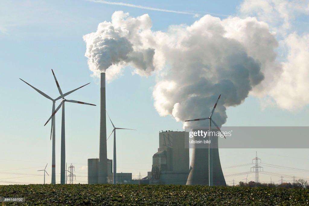 Das Kraftwerk Mehrum ist ein deutsches Steinkohlekraftwerk. Es liegt am Mittellandkanal in Mehrum bei Hohenhameln, Landkreis Peine. Es hat eine Nettoleistung von 690 Megawatt (Bruttoleistung: 750 MW), der heute noch in Betrieb befindliche Block 3 wurde 19 : News Photo