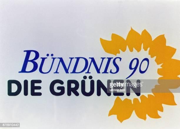 Das Logo der Partei Bündnis 90/Die Grünen Eine stilisierte gelbe Blüte einer Sonnenblume umgibt den blauschwarzen Schriftzug Aufgenommen September...