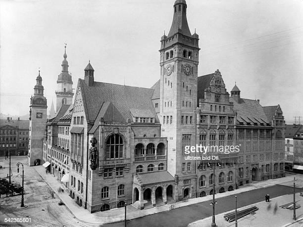 das Neue Rathaus dahinter die Türme alte des alten Rathauses 1911