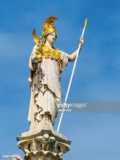 Das Parlament als Sitz der Regierung in Wien Mit der Statue der Pallas Athene der griechischen Göttin für Weisheit