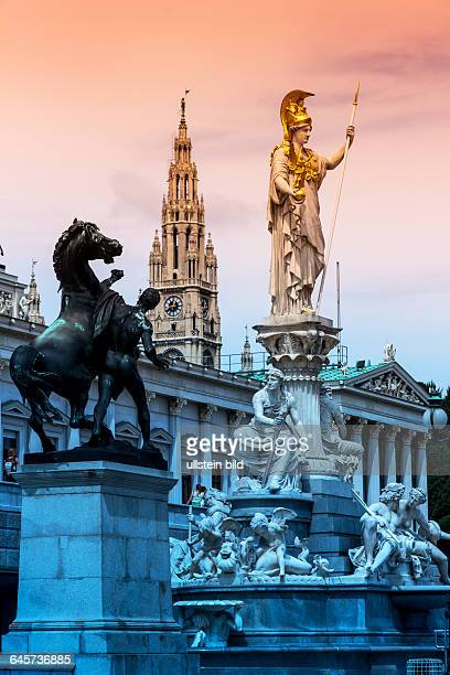 Das Parlament in Wien Österreich Sitz der Regierung Statue Pallas Athene Göttin der Weiheit