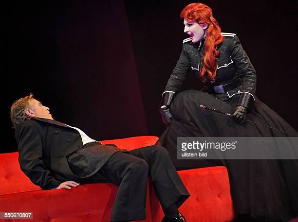 Das Saarländische Staatstheater probt im Großen Haus des Staatstheaters in Saarbrücken das Stück Die Fledermaus von Johann Strauß Unter der...