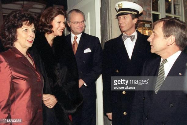 Das schwedische Königspaar, Königin Silvia und König Carl Gustaf , begrüßen Nordrhein-Westfalens Ministerpräsident Wolfgang Clement und seine Ehefrau...