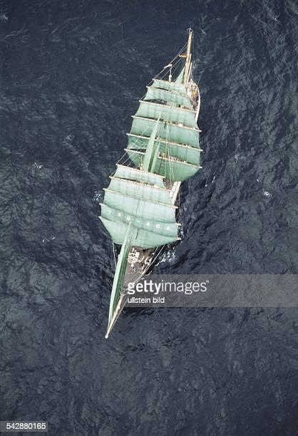 """Das Segelschiff """"Alexander von Humboldt"""" bei der Sail 1989 in Hamburg. Windjammer Aufgenommen 1989."""