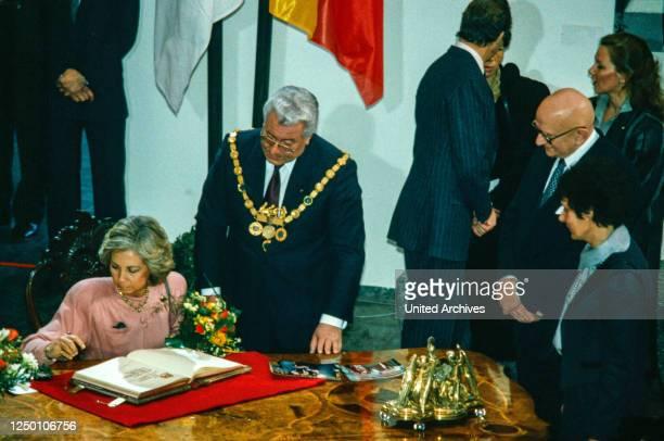 Das spanische Königspaar Juan Carlos und Sofia zu Besuch in Köln. - Empfang im historischen Rathaus durch den Oberbürgermeister Norbert Burger und...