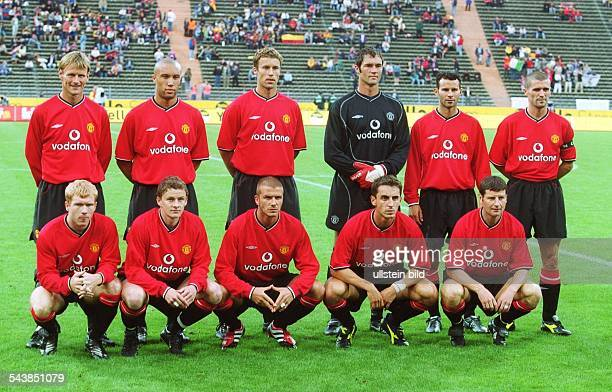 Das Team des englischen Fußballclubs Manchester United beim OpelMastersTurnier in München Hintere Reihe Teddy Sheringham Mikael Silvestre Phil...