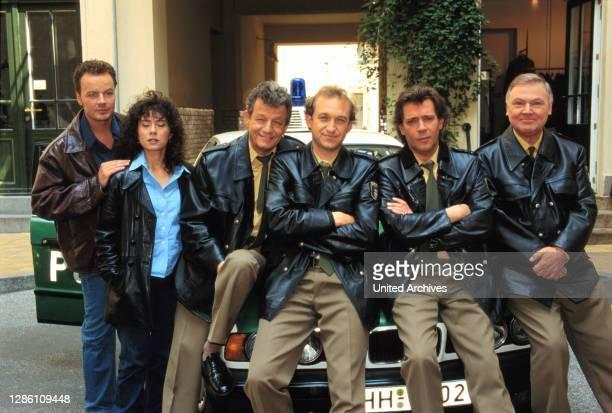 Das Team vom Großstadtrevier / V.l.n.r.: / Henning , / Harry , / Bogner , / Krüger , Dirk und Steiner . / Überschrift: GROßSTADTREVIER / D 1998.