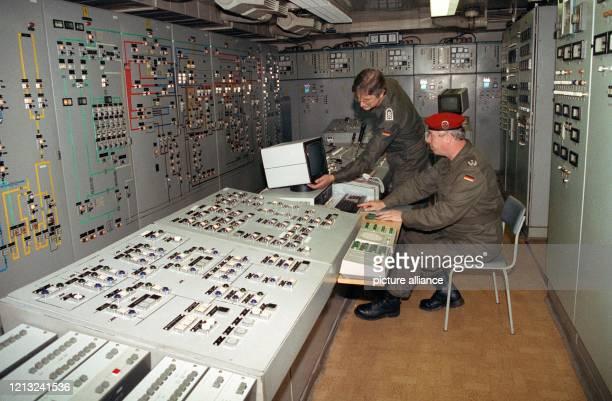 Das technische Herzstück des Führungsbunkers der ehemaligen Staats- und Parteiführung der DDR in Prenden in der Nähe von Wandlitz . Den Atomkrieg mit...