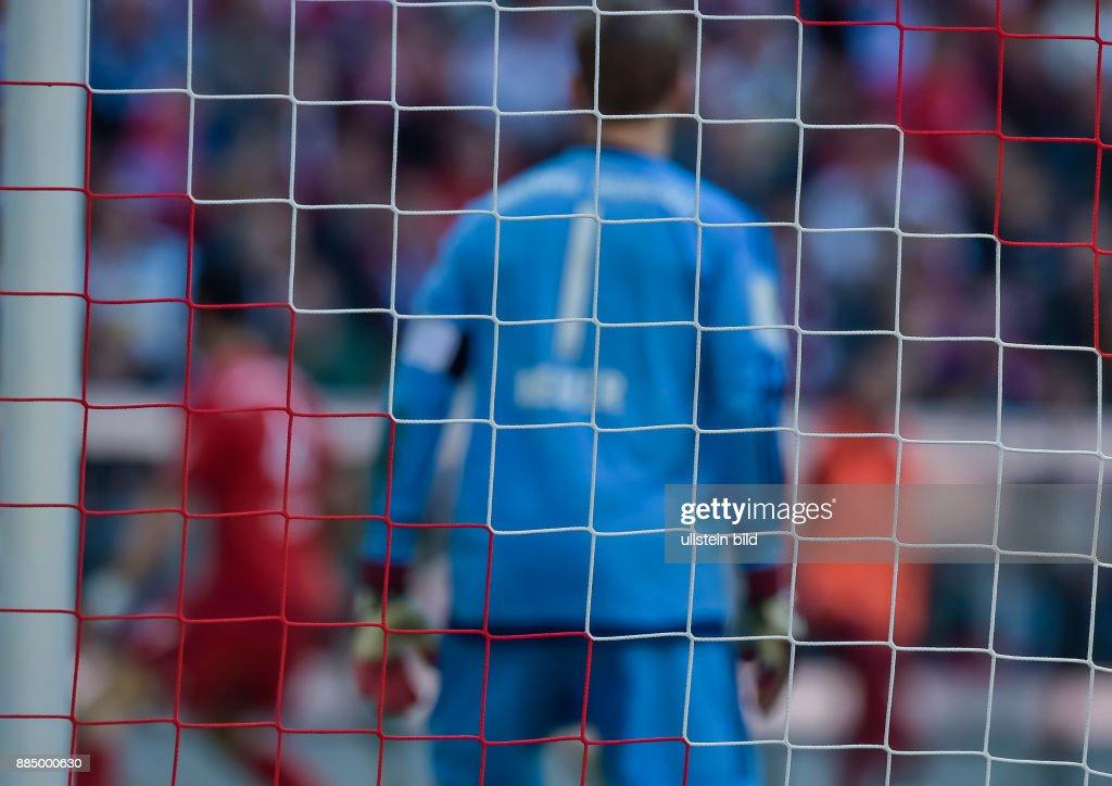Das Tornetz Im Hintergrund Torwart Manuel Neuer Waehrend Dem