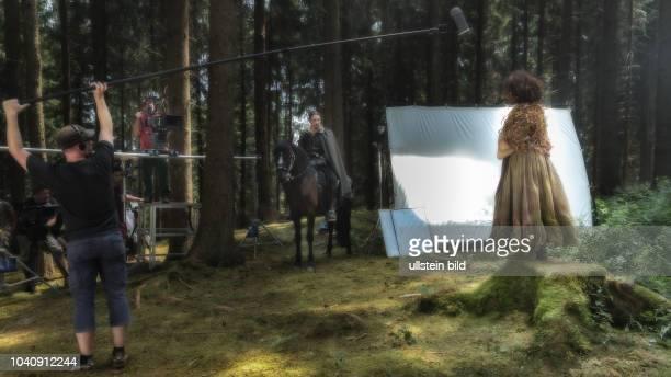 """Das Wasser des Lebens"""" wird unter Federfuehrung des Westdeutschen Rundfunks fuer die ARD-Maerchenreihe éĞSechs auf einen Streich"""" neu verfilmt...."""