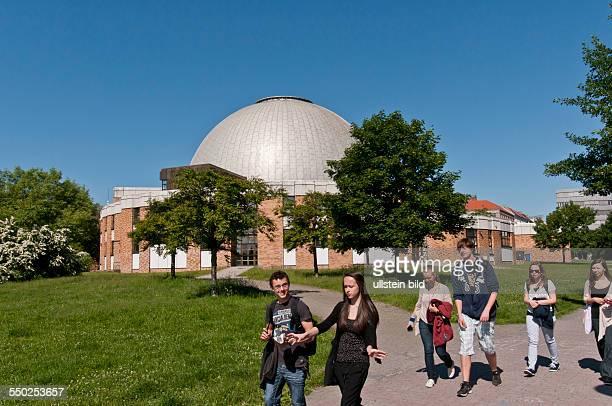 Das ZeissGroßplanetarium Berlin im ThälmannPark wurde im Oktober 1987 nach Plänen des Architekten Erhardt Gißke als eines der größten und modernsten...