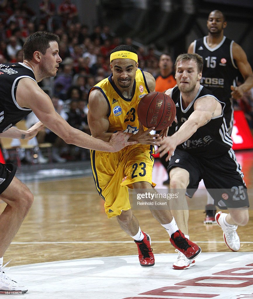 Dashaun Wood, #23 of Alba Berlin competes with Anton Gavel, #25 of Brose Baskets Bamberg during the 2012-2013 Turkish Airlines Euroleague Top 16 Date 12 between Brose Baskets Bamberg v Alba Berlin at Stechert Arena on March 20, 2013 in Bamberg, Germany.