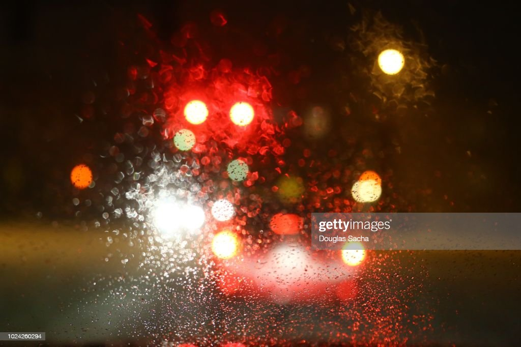 Dashboard view of a moving car on a rainy night : Foto de stock