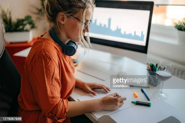 data analytic women - analysing stock pictures, royalty-free photos & images