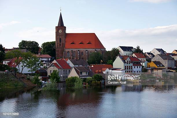 Data and front gardens on the banks of the river Oder are flooded on May 27 2010 in Eisenhuettenstadt Germany German authorities have raised their...