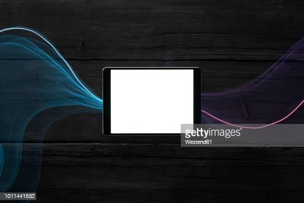 data steams flowing through digital tablet - data stream - fotografias e filmes do acervo