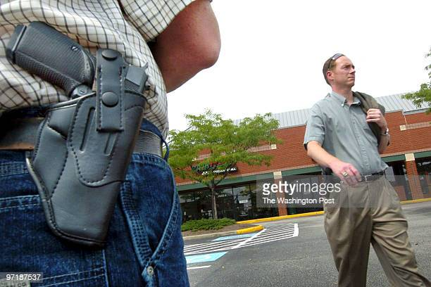 July 17 2004 slug me/guns18 photog Gerald Martineau assignment # 167728 gun toting policies in entertainement and eating establishments in Virginia...
