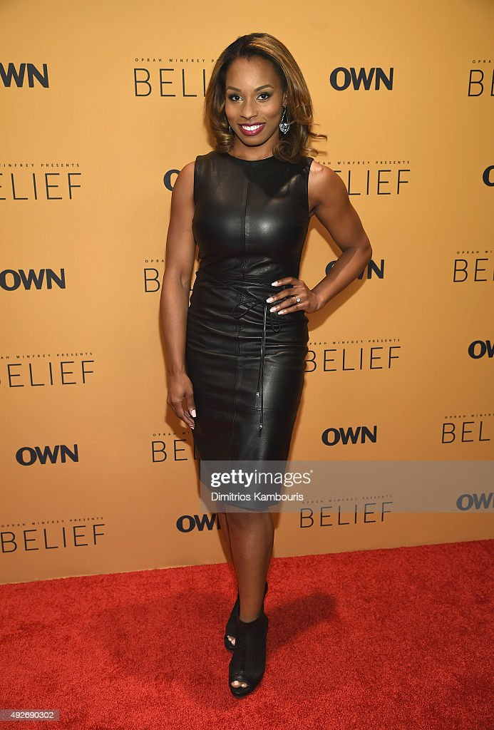 ¿Cuánto mide Devyn Simone? - Real height Dating-expert-devyn-simone-attends-the-belief-new-york-premiere-at-picture-id492690302