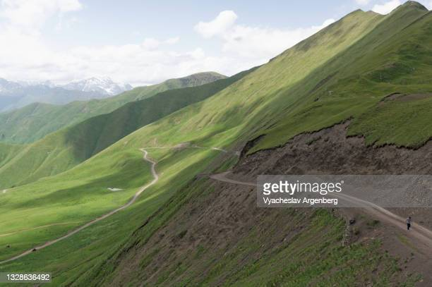 datvis jvari pass, caucasus mountains, georgia - argenberg stock pictures, royalty-free photos & images
