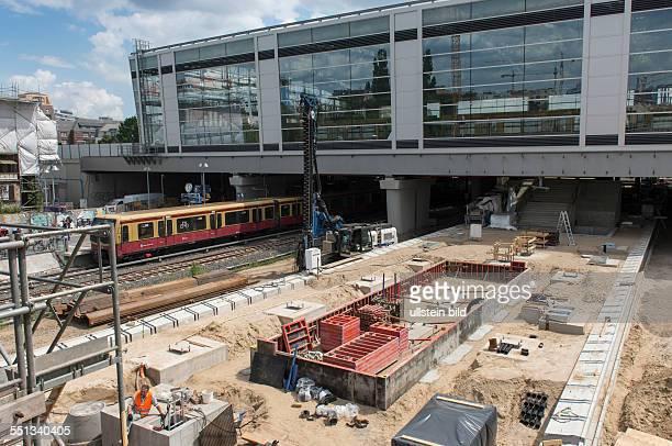 Dauerbaustelle Bahnhof Ostkreuz im Bezirk BerlinFriedrichshain Der Bahnhof wird seit 2006 bei laufendem Betrieb vollständig umgebaut Die Arbeiten...
