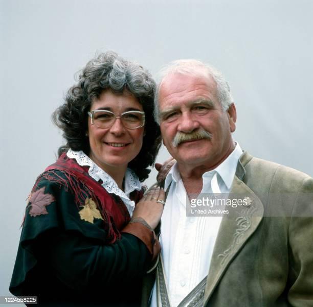 Daughter Gerda Steiner with the German folk actor Peter Steiner probably before the moderation of the RTL program 'Die Heimatmelodie unterwegs',...