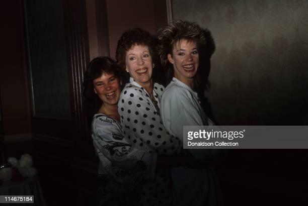 Daughter Jody Burnett Host Carol Burnett and daughter Carrie Burnett pose for a portrait in circa 1985 in Los Angeles California