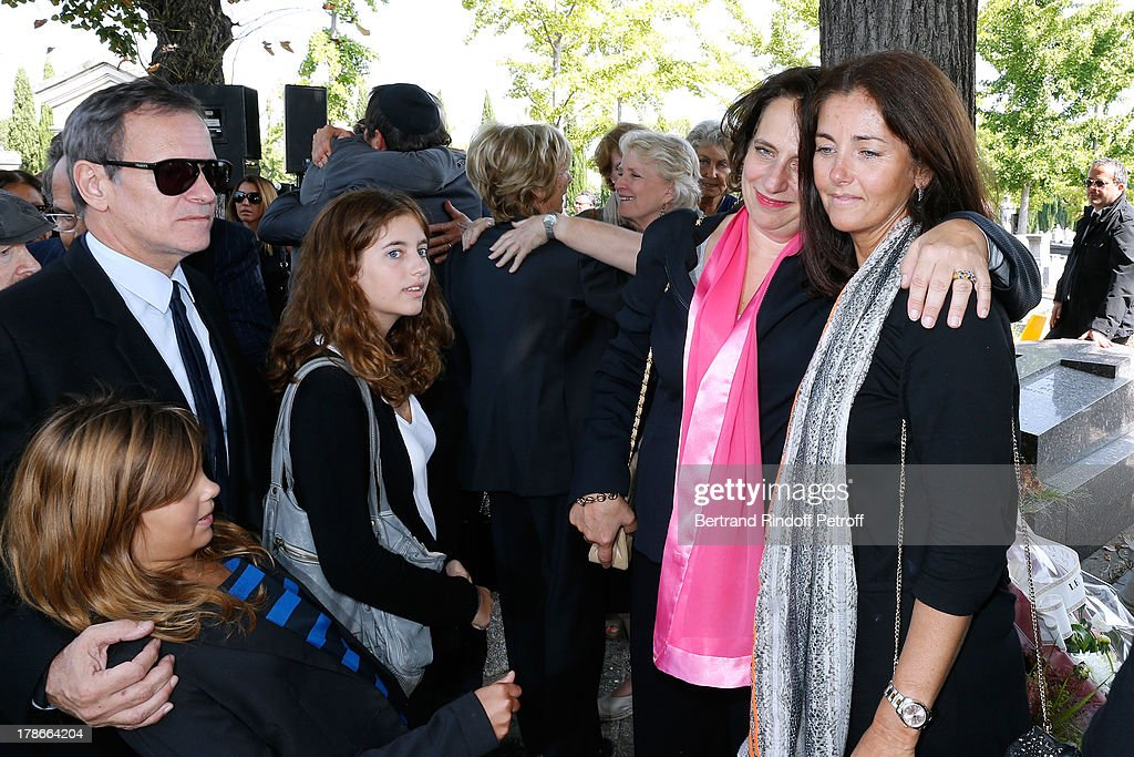 Daughter of Pierre Huth, Nathalie Huth-Guizol (2nd R), Francis Huster, Cristiana Reali with their daughters Toscane and Elisa attend President of FIFA protocol Doctor Pierre Huth's Funeral in Nogent Sur Marne cemetery on August 30, 2013 in Nogent-sur-Marne, France.