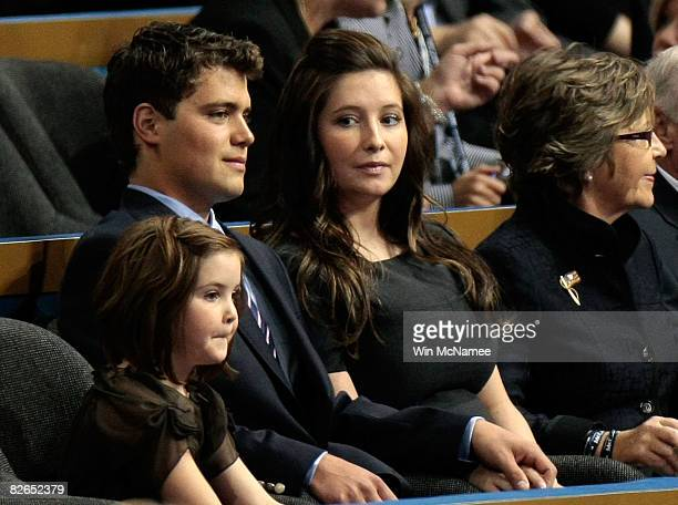 Daughter of presumptive Republican US vicepresidential nominee Alaska Gov Sarah Palin Bristol Palin her boyfriend Levi Johnston and Piper Palin sit...