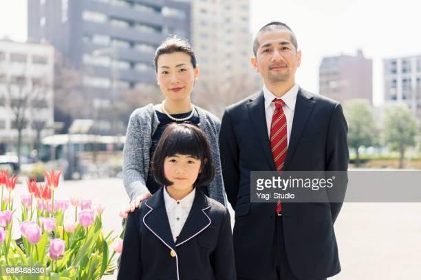 娘の入学式記念家族写真